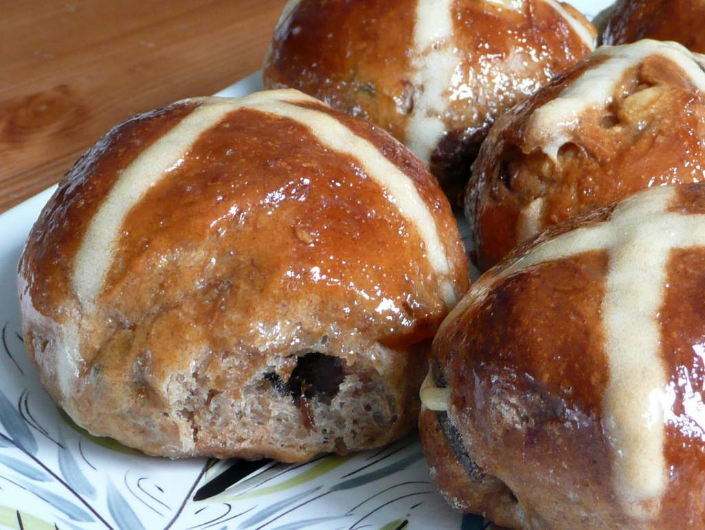 Rum Plum Buns (Cross but not so Hot)   signor biscotti